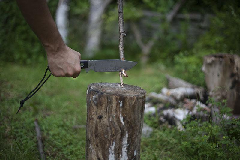 testing camp knife