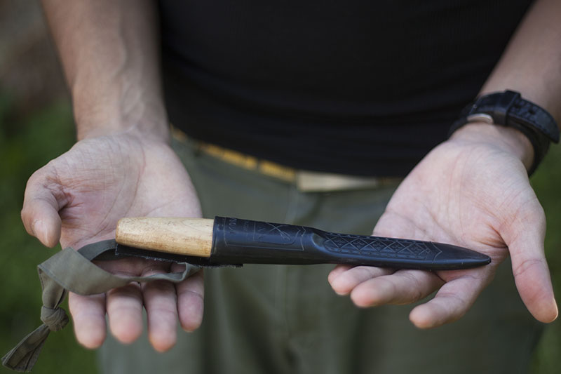 survival and bushcraft knife review mora classic