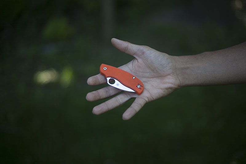 more than just surviving review spyderco urban orange g-10 handles