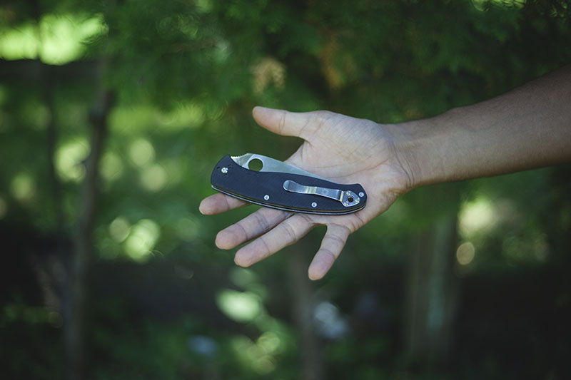 everyday carry folding knife spyderco resilience