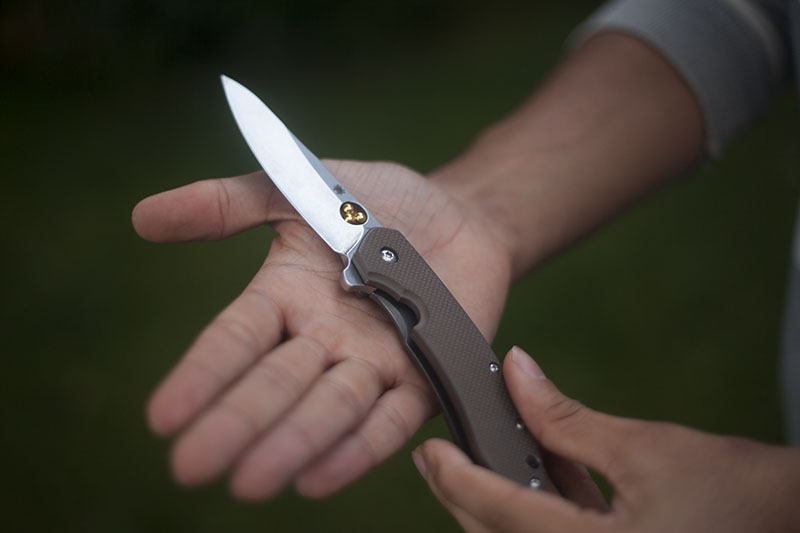 everyday carry knife flipper spyderco southard review