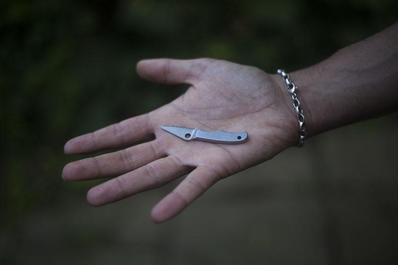 tiny key chain edc knife slip joint spyderco bug review