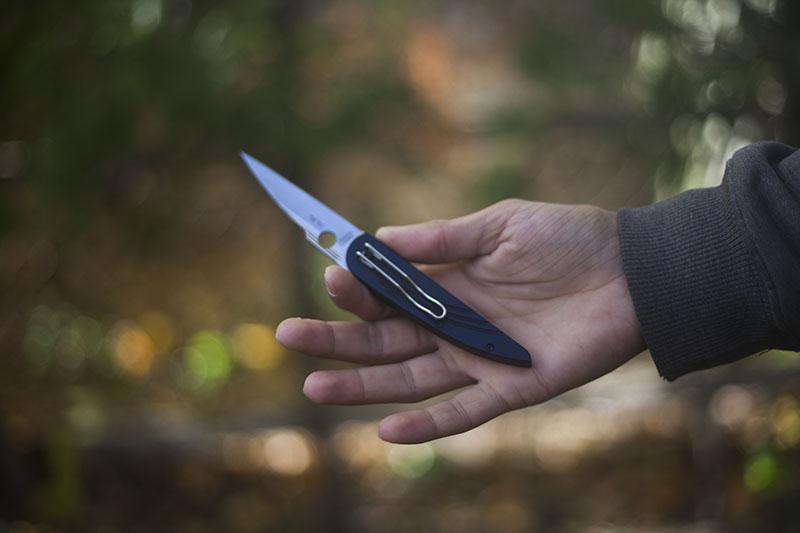 pocket knife review spyderco des horn lightweight gentleman edc