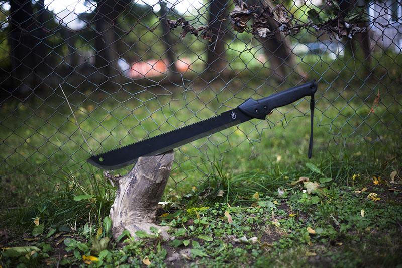 survivalist prepper blog machete review gerber gator saw back