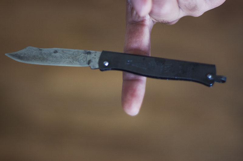 everyday carry knife uk legal balance point douk-douk