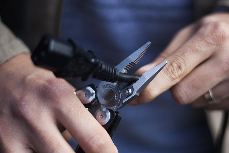 wilderness survival outdoor multi-tool leatherman signal review