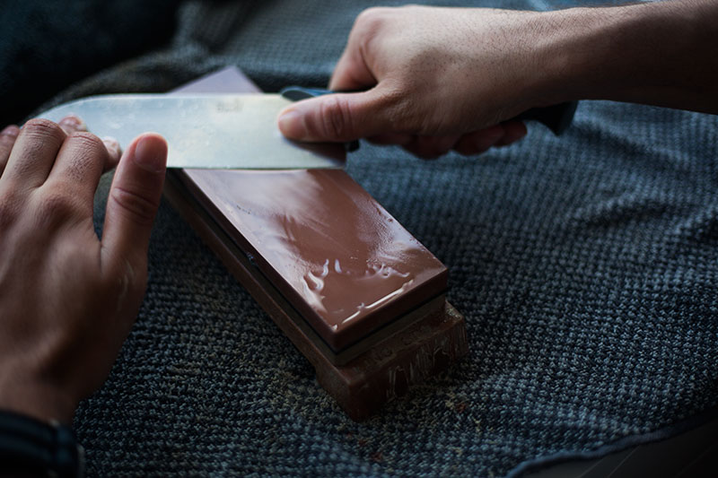 how to create a stone knife