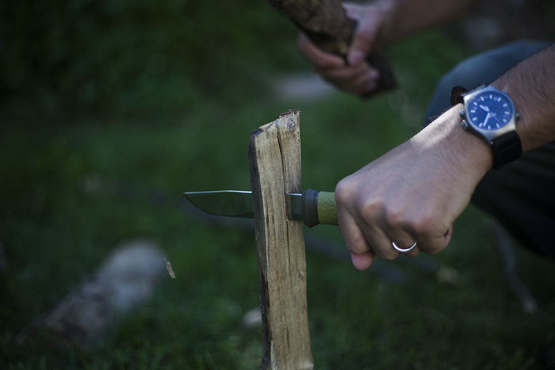 morakniv 2000 camping knife batoning