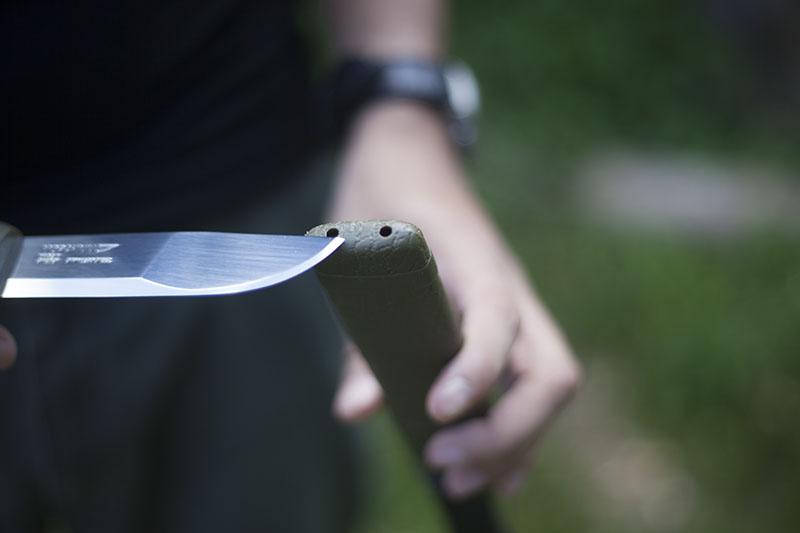 bushcraft knife using mora 2000