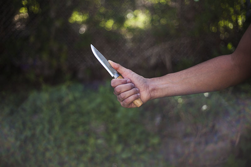 testing survival knife mora no. 1