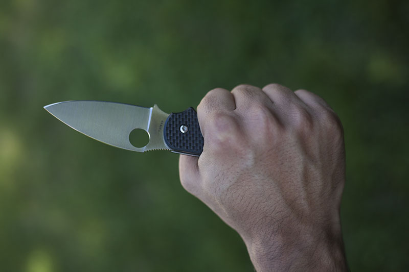holding spyderco sage 1 in grip
