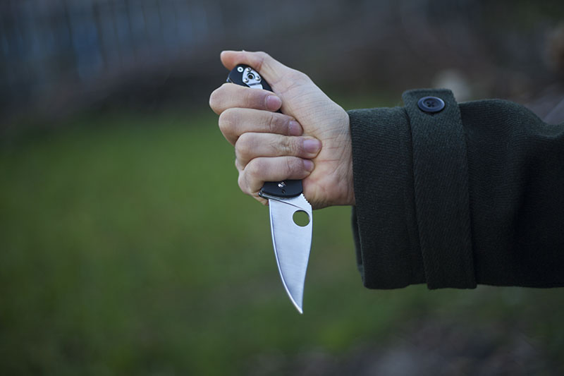 holding spyderco tenacious knife review