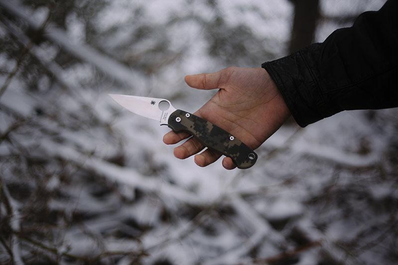 testing spyderco's paramilitary-2 knife