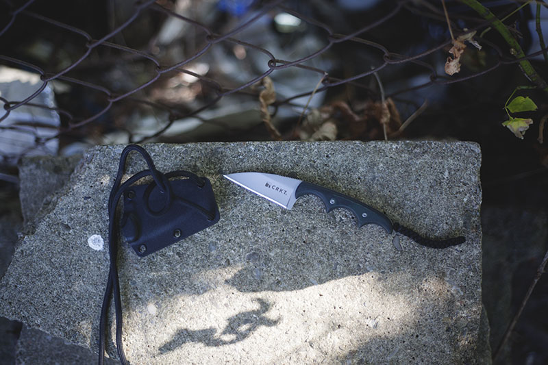 best neck knives to carry with tactical applications for edc