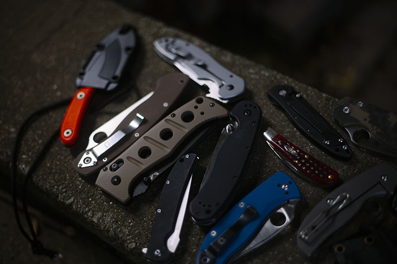 knife photography collection everyday carry knives spyderco kershaw crkt
