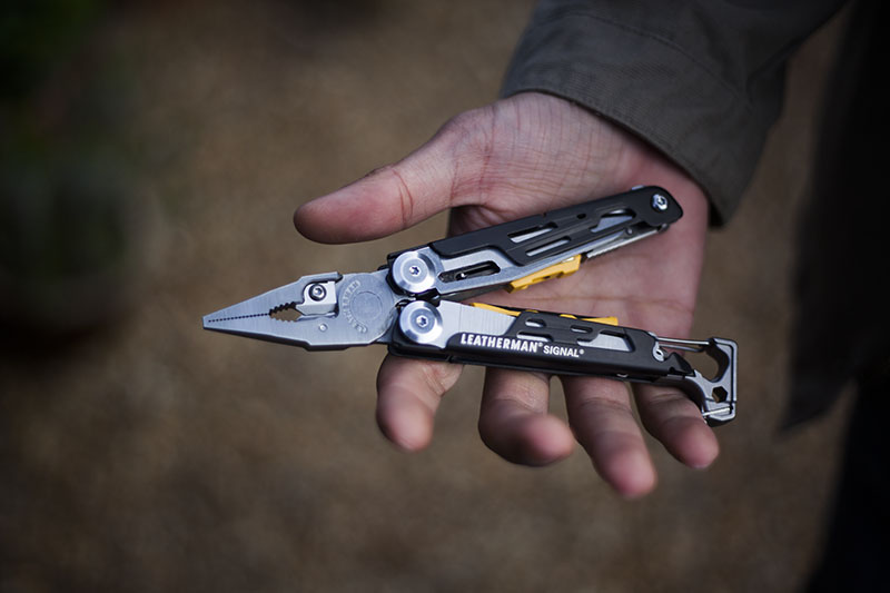 multi-tool-leatherman-signal-review-more-than-just-surviving