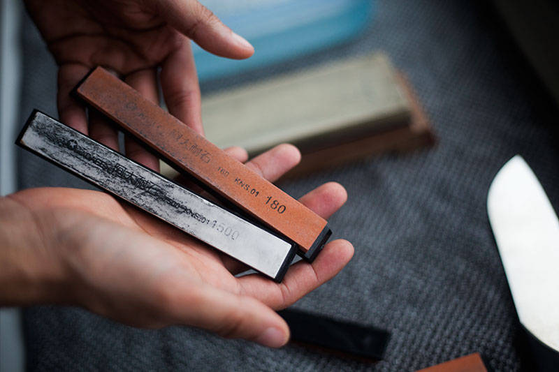 using knife sharpening stones to sharpen your edge survival blog tutorial