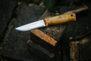 wilderness-survival-knife-helle-temagami-review